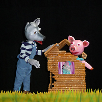The Three Little Pigs by Crabgrass Puppet Theatre
